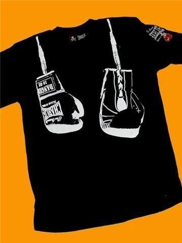 Camiseta Guantes Colgados